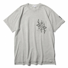 ENGINEERED GARMENTS / エンジニアドガーメンツ | Printed Cross Crew Neck T-shirt - 4G - Grey
