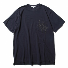 ENGINEERED GARMENTS / エンジニアドガーメンツ | Printed Cross Crew Neck T-shirt - 4G - Navy