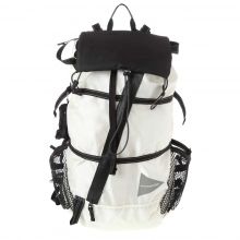 and wander / アンドワンダー | 40L back pack - White