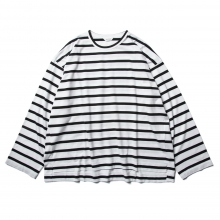WELLDER / ウェルダー | Flutter Tail Buck Side Tucked Crewneck - White Black