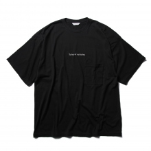 WELLDER / ウェルダー | Wide Fit Pocket T-Shirts (To be or not to be Embroidery) - Black