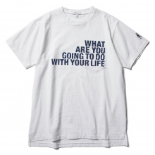 ENGINEERED GARMENTS / エンジニアドガーメンツ | Printed Cross Crew Neck T-shirt - What Are you - White
