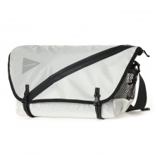 and wander / アンドワンダー | 20L messenger bag - white