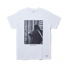 BEDWIN / ベドウィン | S/S PRINT T 「CARNEY」 - White